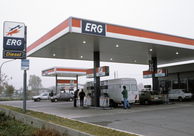 ERG acquires 780 ELF service stations in Italy.
