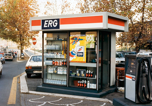 ERG acquires Chevron Italy (1,700 service stations). The Group's market share rises to 5%.